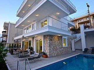 Kalkan Villa Sleeps 8 with Pool and Air Con - 5681525