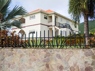 3 Bedrooms Detached Villa with Private Gardens, Pool, and Stunning Scenery
