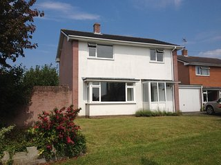 BOURNECOAST - DELIGHTFUL THREE BEDROOM PROPERTY LOCATED IN MUDEFORD - HB5666