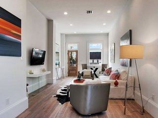 1BR Condo #A on Magazine Street by Hosteeva