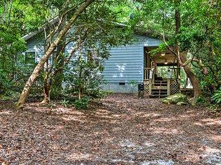 Secluded 'Lavinder Laurel Leaf Cottage' Near Creek