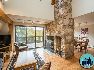 Winterberry #4 - Distinctive 4 story townhouse with private hot tub