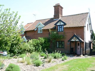 Piglet Cottage - period holiday cottage for rental