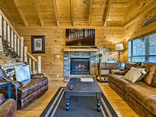 'Big Black Bear Lodge' w/ Hot Tub & Game Room!