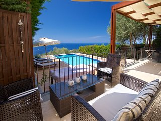 Villa Elia - Stunning Private Luxury Villa with Magnificent Views and extras!