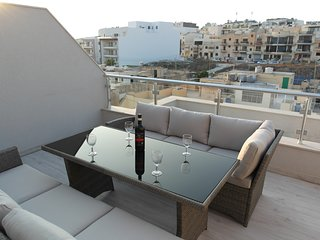 ★New Penthouse in Marsaskala, Terrace, Air Con, Near to Harbour, 100 Mbps Wifi★