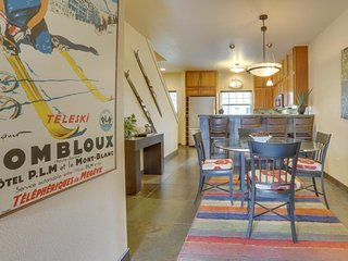 NEW LISTING! Modern, updated condo w/shared pool/hot tub, easy access to skiing