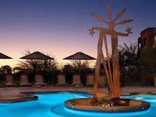 Pool View al tramonto