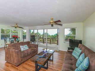 Stunning Beach View 2 Bed/ 1 Bath Bungalow Steps from Siesta Key Beach!!