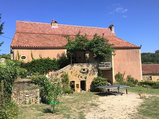 SPACIOUS FAMILY HOME WITH PRIVATE POOL, GARDEN & VIEWS SET CLOSE BY SARLAT