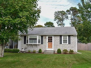 Three bedroom home less than a mile to Nantucket Sound Beaches