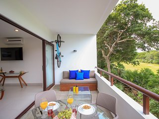 Gorgeous Couple's Loft with Golf Course View by olahola