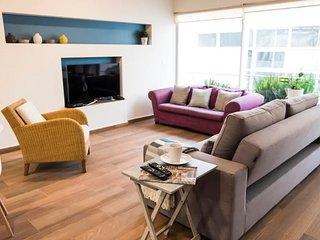 Hardwood Roma Condo by Villas HK28