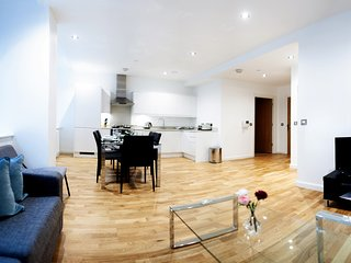 Two Bedroom Duplex in Central Croydon and Moments from London