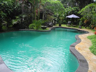 3BR Villa with Garden & Pool View
