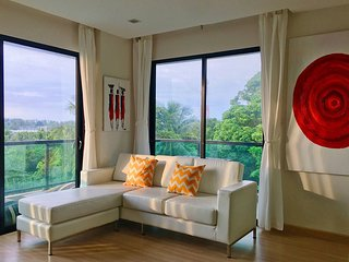 Wow 2 Br Apt Seaview, Pool, Gym, walk to beautiful Nai Yang Beach
