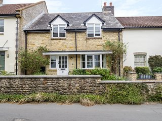 2 CHANTRY WALK, conservatory, one dog welcome, near Bridport