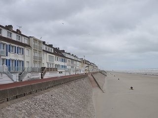 Amazing apt near the beach