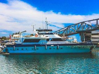 Motor Yacht Boatel VIP Cabin