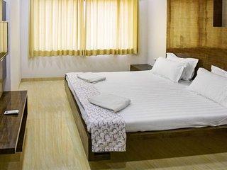 Restful 4-bedroom chic apartment, 700 m from Sri Hanuman Temple