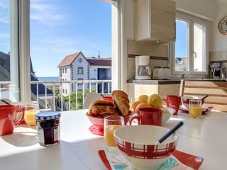 2 bedroom Apartment in Carnac-Plage, Brittany, France : ref 5679382