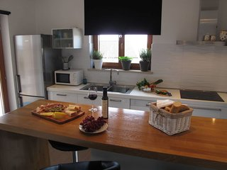 Trviz Holiday Home Sleeps 8 with Pool Air Con and Free WiFi - 5641049