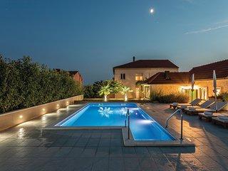 5 bedroom Villa in Šine, Splitsko-Dalmatinska Županija, Croatia : ref 5519947