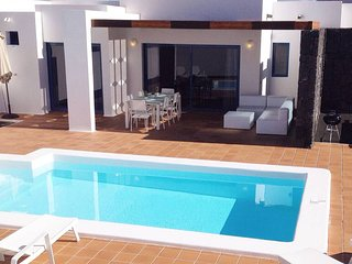 Villa Aroa with heated pool