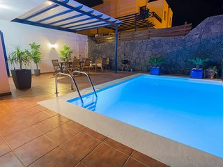 Villa Alexia, private heated pool, wifi with views to the mountains of Los Ajach