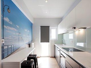 Sunny penthouse in Hilton area