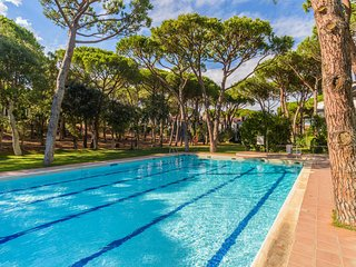 Calella de Palafrugell Apartment Sleeps 4 with Pool - 5575500