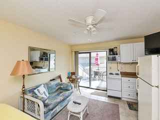 Studio Perfect for Two Across the Street from Siesta Beach!!-Shore to Please C