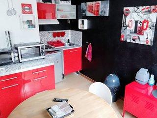 En Rouge & Noir ♥ Appartement à Lille, jusqu'à 6 couchages