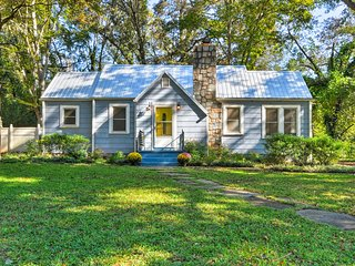NEW! Cute Cottage w/Yard, 2-5 Min to Clemson Univ.
