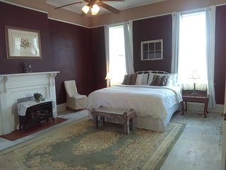 King Master Suite in circa 1890 Victorian home--SUPER PRIVATE
