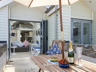 Shaldon Beach Hut 2 - A Cosy Intimate Romantic Getaway