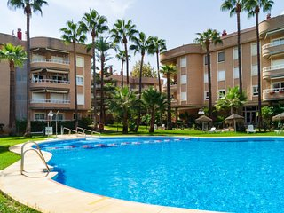 2 bedroom Apartment with Pool and Walk to Beach & Shops - 5675774