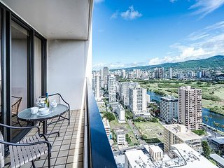 Tropical Retreat, 1BR Condo with Panoramic Mountain Views and Full Kitchen