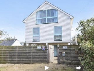 Seadrift is a beautiful house on a sandy road 200m from Camber beach