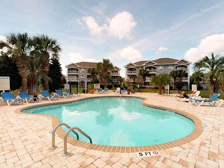 NEW LISTING! Sunny condo w/ balcony & shared pool-near golf, 2 miles to beach