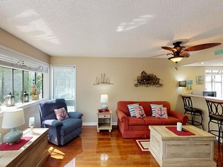 Condo 1 block from the beach w/ shared pools, hot tub - near shopping & golf