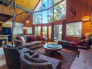 NEW LISTING! Dog-friendly home w/deck, fireplaces, pool table & mountain view