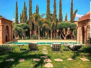 Villa avec service d'entretien, piscine et Jardin 100% prives