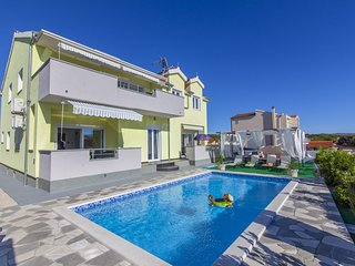 Brodarica Holiday Home Sleeps 10 with Pool and Air Con - 5624530
