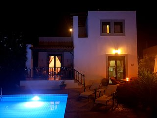 Villa Romantikos stunning with private pool, 5 mins from Lindos,beaches