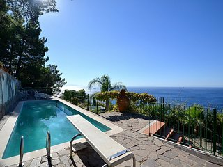 Marina di Salerno Villa Sleeps 12 with Pool Air Con and WiFi - 5228279