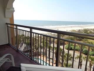 Beautiful Newly Renovated Studio with a Great Ocean and Beach View Balcony.