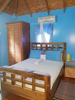 Camera 2 con letto matrimoniale e A / C