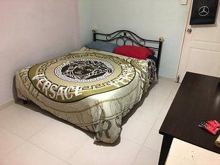 Private Room Near MRT - Bukit Batok , 45 mins to airport
