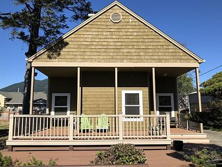*Charming Home With Hard Wood Floors & Great Location!